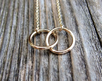 Linked circles necklace. Interlocking infinity circle necklace.