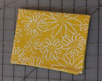 Karen Lewis -  Blueberry Park - FAT QUARTER cut of Scruffy Daisy in Canary - AWI-15747-131