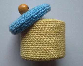 small box with yellow and blue colors