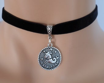 velvet choker, capricorn choker, capricorn necklace, stretch ribbon, black velvet, zodiac
