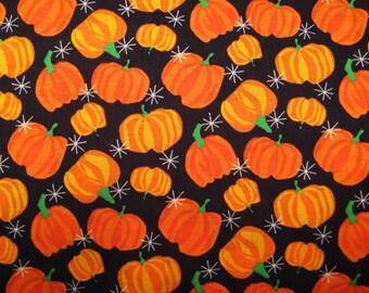 Star et fat Quarter des citrouilles d'Halloween #2877 éclate Allover sur noir, Trick or Treat tissu fantaisie - Springs Industries, Inc. - POO