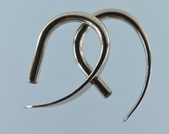 12 gauge niobium earrings: Slim Apostrophe