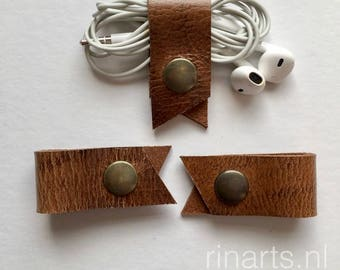 Earbuds cord holder / earphone cord keeper / headphone cable organizers / cable tidy in brown bridle leather. Set of 3