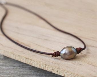 Leather Pearl Choker - Single Pearl Choker - Pearl Choker - Boho Necklace - Casual Jewelry - Boho Choker Gift - One Pearl Choker