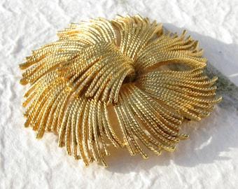 Large Monet Goldtone Brooch String Flower Rope Brooch