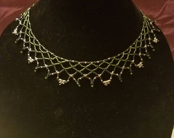 Seed bead netted necklace