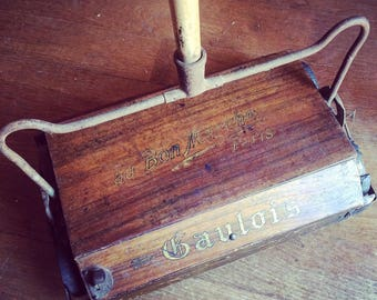 The Gaul ball sweeper. The cheap. Paris. 1927 french interior. Lee contest. Wood, metal. Golden script.