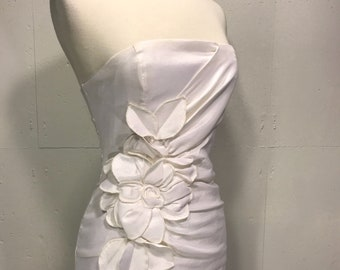 Jessica Mc Clintock strapless 80s bridal gown white collom strapless wedding gown fitted bodice floral detail