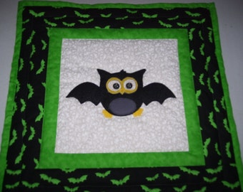 Halloween quilt-bat quilt-owl collectors quilt-machine quilted and appliqued-fall quilt-wall or table quilt