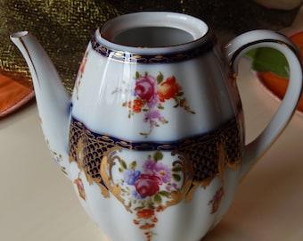 TEAPOT or COFFEE POT
