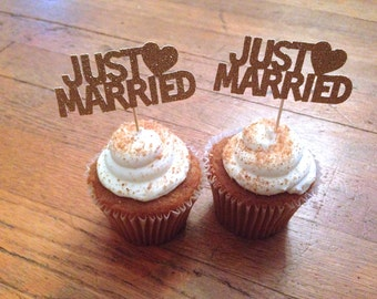 Just Married Cupcake Toppers --Wedding Decorations / Wedding Cake Topper