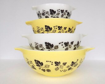 Pyrex Yellow Gooseberry Cinderella Nested Mixing Bowls