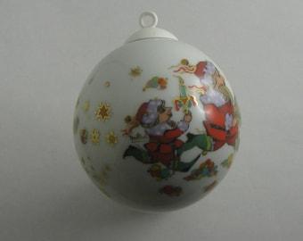 ROSENTHAL porcelain jewelry ball >>Christmas<<. Decor: Bjorn Wiinblad. Diameter approx. 8 cm. Living room decoration. Xmas bauble. VINTAGE