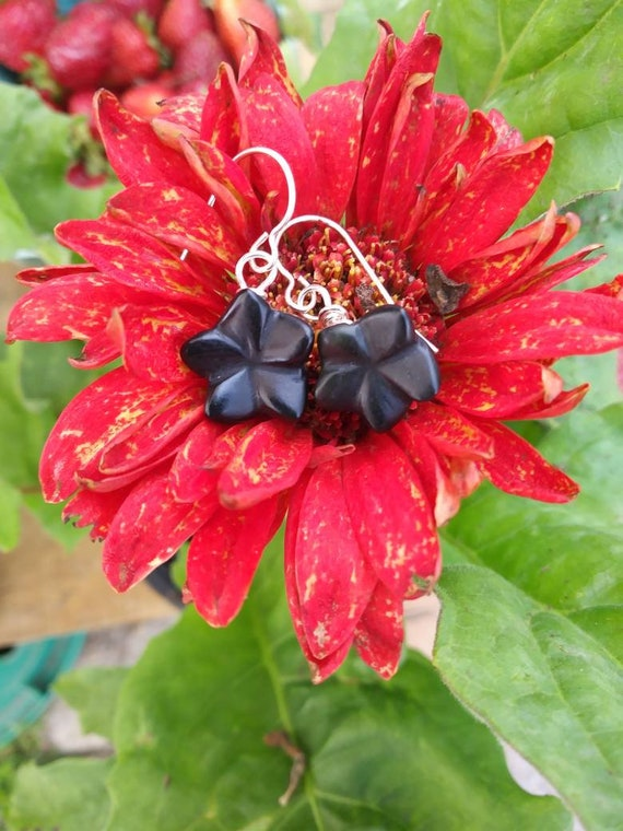 Black flower earrings/ flower earrings/ onyx earrings