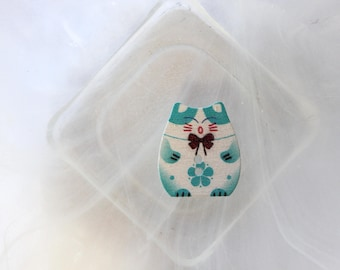 button wood turquoise blue cat