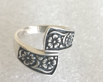 R47 Beautiful ornate details royal  flowers 925 sterling silver ring sz 8  3/4