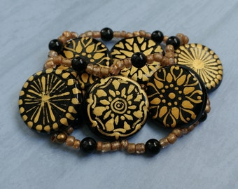 Hand Painted Black and Gold Glass Beaded Stretch Bracelet