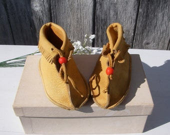 Vintage Baby Shoes, Deerskin Baby Moccasins Size M 2, Genuine Deerskin, Leather Baby Deer Moccasins, NOS 1970's Fringed Moccasins With Beads