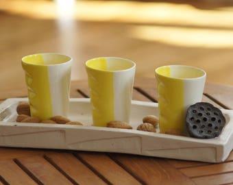 Tasse expresso en faience bicolore - jaune & blanc