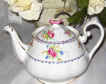 Royal Albert - Petit Point - 4 Cup Teapot