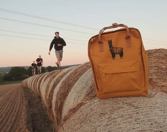 Kasten Rucksack Alpaka oder Schildkröte / bagpack with alpaca or turtle - HANDPRINTED