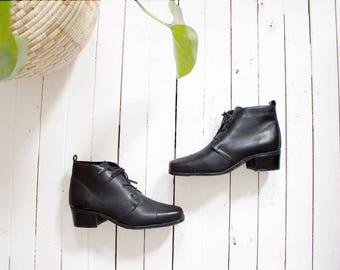 Vintage Ankle Boots 7 / Black Leather Ankle Boots / Lace Up Boots / Ankle Boots Women