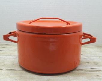 Seppo Mallat, Arabia Finel Orange Red Enamel pot, 1960s vintage pot enamel, mid century enamel pot