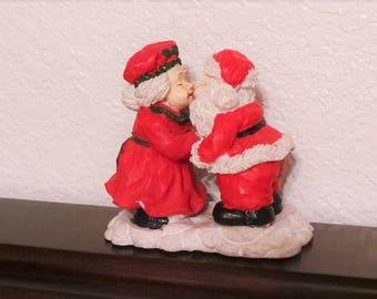 Santa Claus and Mrs Santa kissing polystone figurine