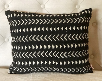 Black and white mudcloth pillow cover, mudcloth cushion, lumbar pillow, monochrome decor, mudcloth pillow, tribal decor, African homewares