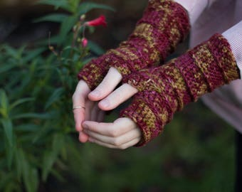 True Passion Crochet Fingerless Gloves / 100% Merino Wool