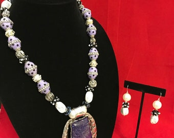 Purple and white necklace set