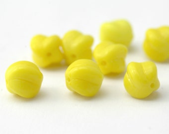 Vintage German Glass Opaque Yellow Fluted Round Beads 8mm (12)
