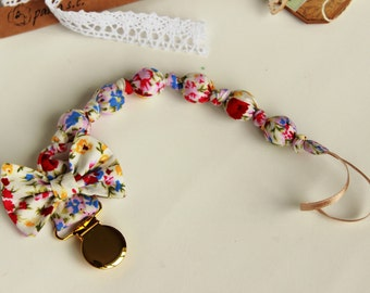 Pacifier clip girl, New baby girl gift, Floral baby shower gift, Dummy clip, Binky holder, Baby pacifier, Baby accessories, Pacifier holder