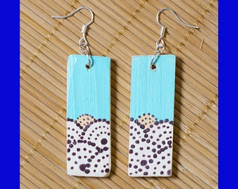 Earrings with light wood pendant