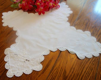 Biscuit Cover Bun Cloth Vintage White Embroidered Bread Liner Doily