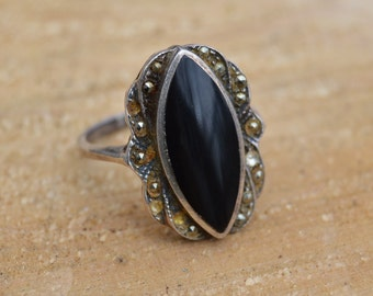 Vintage Beautiful Antique Sterling Silver Black Onyx Ring . Size 7 . Filigree