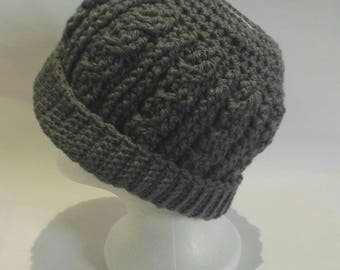 Chunky cabled crochet messy bun hat in grey - ponytail hat - bun hat
