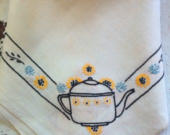 """Pale Green Vintage Embroidered Tablecloth 31"""" x 33 1/2"""""""