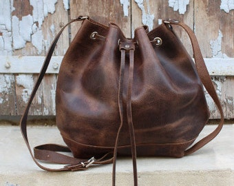 Brown leather bucket bag, leather handbag, crossbody bucket bag. sacoche femme marron