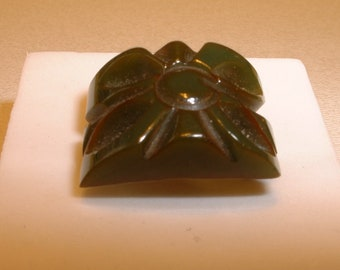 Green Carved Bakelite Ring (E290)
