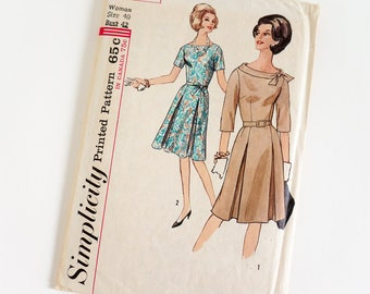 Vintage 1960s Womens Size 40 Dress Simplicity Sewing Pattern 5038 FACTORY Folds / b42 w34 / Wide Round Neckline Inverted Pleat Skirt