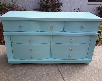 Beautiful Vintage Bassett Furniture Dresser