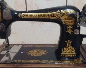 Collection Antique, hand-driven (hand-held) Singer sewing machine, drawing - sphinx, year of manufacture 1901, made in Scotland
