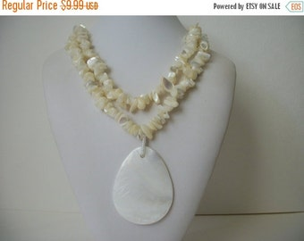 ON SALE Vintage Chunky Genuine Shell Necklace 627