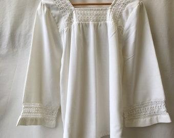 Size 18-20 White square neck folk blouse
