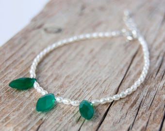 Freshwater pearl and green onyx bracelet, wedding jewellery, bridesmaid gift, handmade bracelet