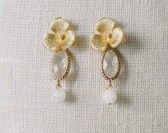 Gold Pearl Drop Earrings, Bridal Earrings, Wedding Earrings, bridal crystal earrings, floral earrings, Wedding  Vintage, Ivory earrings