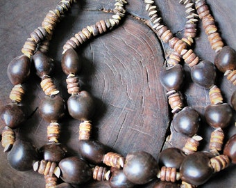 3 layers of beads, warm browns and natural colours.