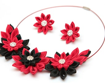 Kanzashi necklace set of 2 pieces. Black and red kanzashi fabric flower necklace. Floral necklace. Earrings. Fabric jewelry. Fabric necklace