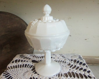 Vintage Westmoreland Milk Glass Small Lidded Candy Dish B875